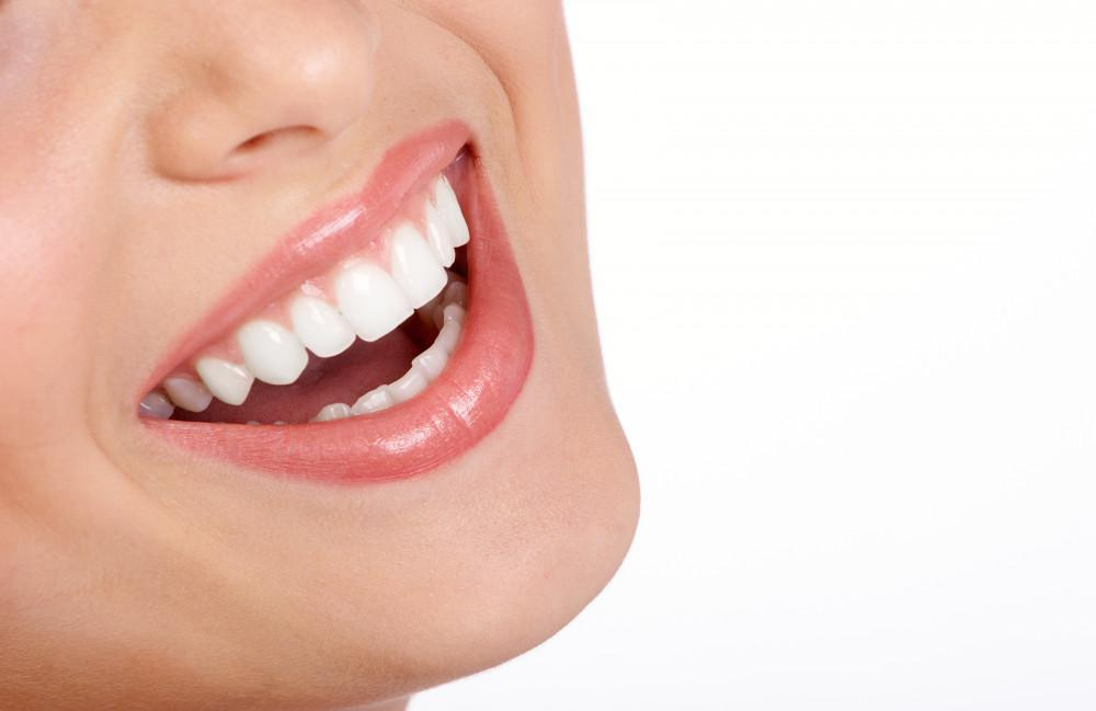 Discover the many advantages of undergoing teeth whitnening