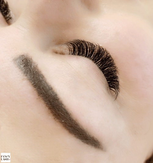 6 Myths about Eyelash Extensions and Facts that Debunk Them
