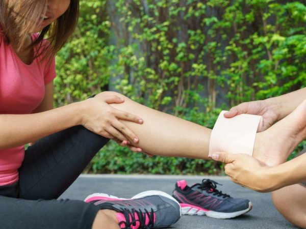 How to Provide First Aid for a Fracture